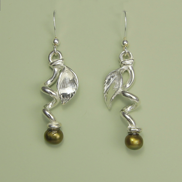Pea Curl Earrings with Pearl - Lucina K.