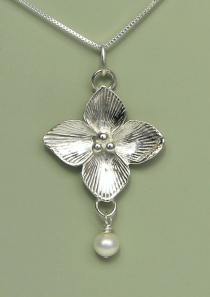 Celtic Qua trefoil Flower Necklace